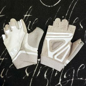 Under Armour Accessories - Under Armour gloves